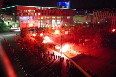 Les feux sont faits - Eine pyroszenische Bespielung des Turbinenplatzes in Zürich. Bachelorarbeit der ZHdK zusammen mit 10 Mitstudierenden unter der Leitung von Serge Lunin und Dodó Deér, 2008, 10/18