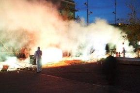 Les feux sont faits - Eine pyroszenische Bespielung des Turbinenplatzes in Zürich. Bachelorarbeit der ZHdK zusammen mit 10 Mitstudierenden unter der Leitung von Serge Lunin und Dodó Deér, 2008, 11/18