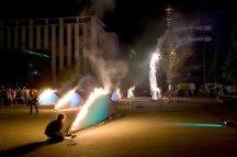Les feux sont faits - Eine pyroszenische Bespielung des Turbinenplatzes in Zürich. Bachelorarbeit der ZHdK zusammen mit 10 Mitstudierenden unter der Leitung von Serge Lunin und Dodó Deér, 2008, 15/18
