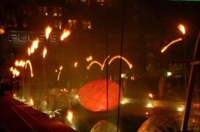 Les feux sont faits - Eine pyroszenische Bespielung des Turbinenplatzes in Zürich. Bachelorarbeit der ZHdK zusammen mit 10 Mitstudierenden unter der Leitung von Serge Lunin und Dodó Deér, 2008, 1/18