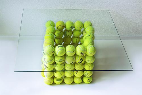 Salontisch aus Tennisbällen und Glasplatte, 2015
