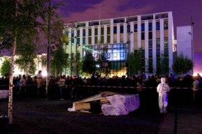 Les feux sont faits - Eine pyroszenische Bespielung des Turbinenplatzes in Zürich. Bachelorarbeit der ZHdK zusammen mit 10 Mitstudierenden unter der Leitung von Serge Lunin und Dodó Deér, 2008, 4/18