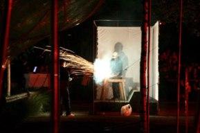 Les feux sont faits - Eine pyroszenische Bespielung des Turbinenplatzes in Zürich. Bachelorarbeit der ZHdK zusammen mit 10 Mitstudierenden unter der Leitung von Serge Lunin und Dodó Deér, 2008, 7/18